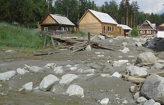 Поселок Аршан после паводка и схода селя в июне 2014 года
