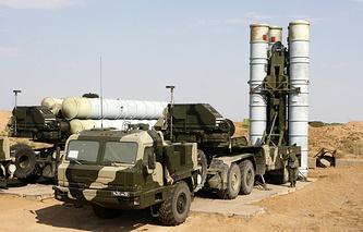 """Зенитно-ракетный комплекс С-400 """"Триумф"""""""