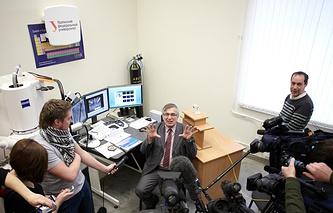 Пресс-конференция Виктора Гроховского в УрФУ после обнаружения метеорита на озере Чебаркуль. 18 февраля 2013 года