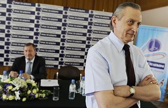 Александр Горшков (на переднем плане) и Валентин Писеев во время отчетно-выборной конференции ФФККР в 2010 году