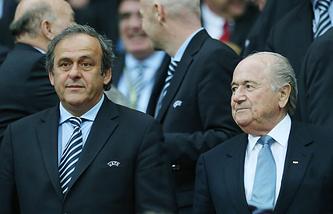 Президент УЕФА Мишель Платини (слева) и глава ФИФА Йозеф Блаттер