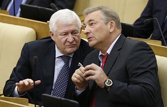 Автор закона о компенсациях пострадавшим от санкций Владимир Поневежский (слева)