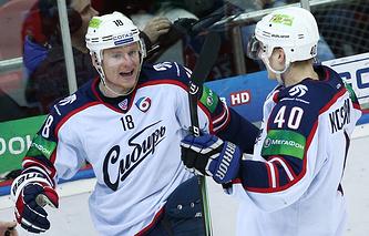 """Игроки """"Сибири"""" Дмитрий Кугрышев и Ярно Коскиранта (слева направо)"""
