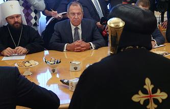 Глава МИД РФ Сергей Лавров на встрече с предстоятелем Коптской православной церкви патриархом Феодором Вторым (справа)
