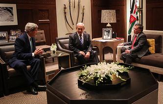 Госсекретарь США Джон Керри, премьер-министр Израиля Биньямин Нетаньяху, король Абдалла II (слева направо)
