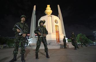 Монумент демократии в Бангкоке