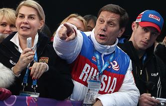 Александр Жуков (в центре)
