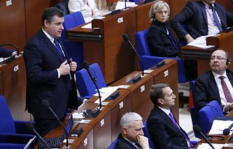 Леонид Слуцкий (слева) на пленарном заседании ПАСЕ