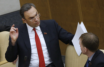 Владимир Бессонов (слева)