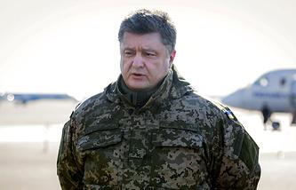 Петр Порошенко перед вылетом в зону силовой операции