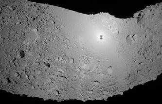 """Снимок поверхности астероида Итокава, полученный при помощи японского зонда """"Хаябуса"""""""
