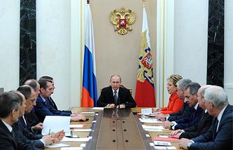 Президент России Владимир Путин на совещании с постоянными членами СБ РФ в Кремле