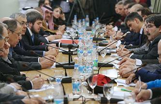 Глава МИД РФ Сергей Лавров на встрече с представителями сирийской оппозиции и правительства Сирии, 28 января 2014 года