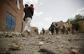 После авианалета ВВС Саудовской Аравии в Сане, Йемен