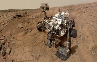 """Марсоход """"Кьюриосити""""  на поверхности Марса"""
