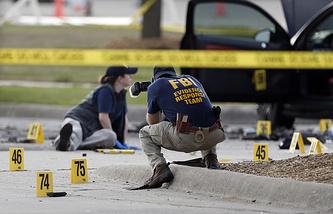 Сотрудники ФБР на месте происшествия