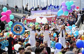 Участники первомайского шествия во Владивостоке