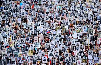 """Участники акции памяти """"Бессмертный полк во Владивостоке"""