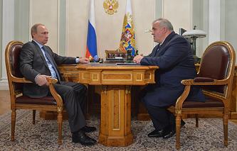 Президент России Владимир Путин и губернатор Костромской области Сергей Ситников