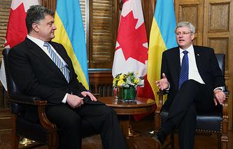 Президент Украины Петр Порошенко и премьер-министр Канады Стивен Харпер (слева направо)
