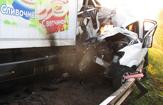 На месте столкновения грузовика с пассажирским автобусом