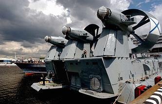 """Десантный корабль на воздушной подушке проекта 12322 """"Зубр"""""""
