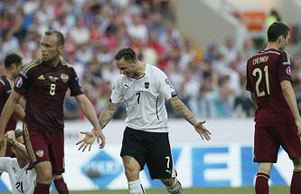 Эпизод из отборочного матча Евро-2016 между сборными России и Австрии