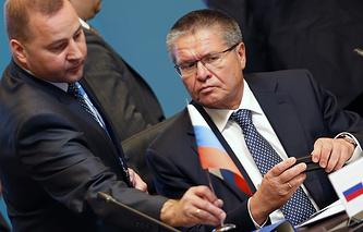 Алексей Улюкаев (справа) на встрече министров экономики и внешней торговли стран БРИКС