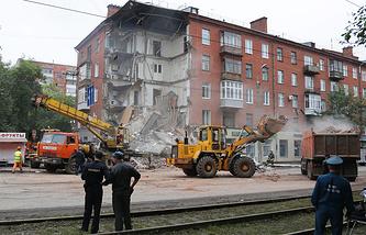 Разбор завалов на месте обрушения  дома в Перми