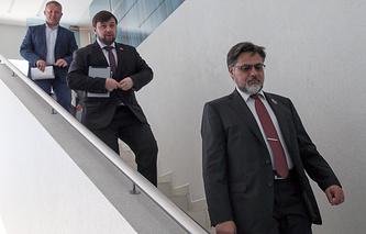 Представители ЛНР и ДНР на переговорах контактной группы по урегулированию ситуации на юго-востоке Украины Владислав Дейнего и Денис Пушилин