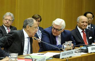 Главы МИД России, Германии и Франции Сергей Лавров, Франк-Вальтер Штайнмайер и Лоран Фабиус