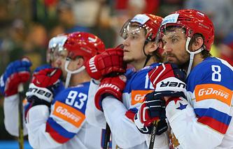 Хоккеисты сборной России после поражения от команды Канады в финале чемпионата мира