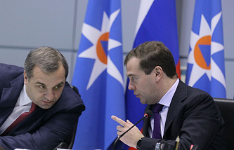 Глава МЧС Владимир Пучков и премьер-министр РФ Дмитрий Медведев