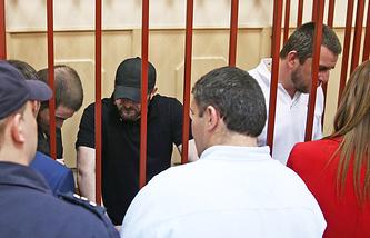 Шадид Губашев, Хамзат Бахаев и Темерлан Эскерханов (слева направо на втором плане)
