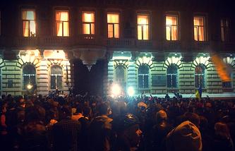 """Активисты """"Правого сектора"""" и самообороны Майдана во время акции против освобождения из-под стражи сторонников федерализации Украины"""