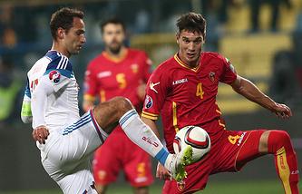 Капитан сборной России Роман Широков во время отборочного матча Евро-2016 против черногорцев