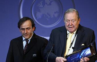 Мишель Платини (слева) и Леннарт Юханссон (справа)
