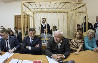 Бывший мэр Ярославля Евгений Урлашов (в центре на втором плане)