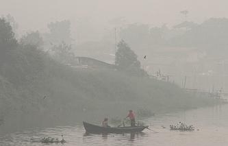 Дым от пожаров в Индонезии