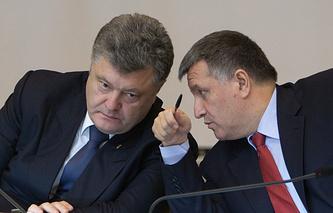 Президент Украины Петр Порошенко и министр внутренних дел Украины Арсен Аваков