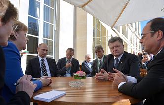 Канцлер ФРГ Ангела Меркель, президент РФ Владимир Путин, президент Украины Петр Порошенко и президент Франции Франсуа Олланд