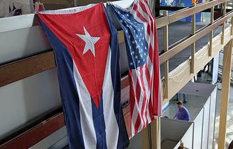 Флаги Кубы и США