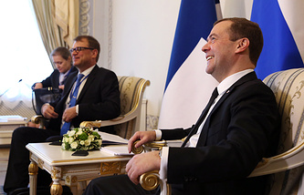 Премьер-министр Финляндии Юха Сипиля и премьер-министр России Дмитрий Медведев во время встречи