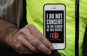 На акции в поддержку сохранности данных на iPhone в Сан-Франциско