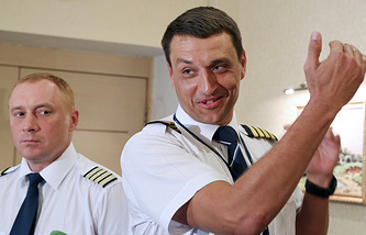 Члены экипажа Андрей Карташов и Константин Парикожа