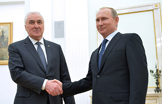 Президент РФ В.Путин встретился с президентом Южной Осетии Л.Тибиловым