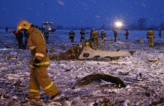 На месте крушения пассажирского самолета Boeing 737-800 авиакомпании Flydubai