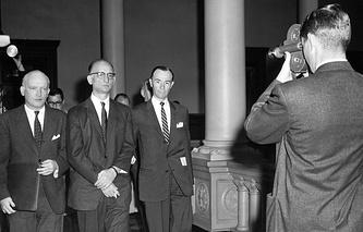 Рудольф Абель (в центре), 1957 год