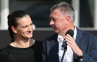 Елена Исинбаева и президент ВФЛА Дмитрий Шляхтин