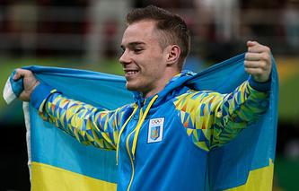 Украинский спортсмен Олег Верняев, завоевавший золотую медаль в соревнованиях по спортивной гимнастике в упражнении на параллельных брусьях